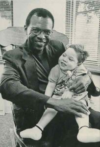 Gale-Sayers-with-child-web